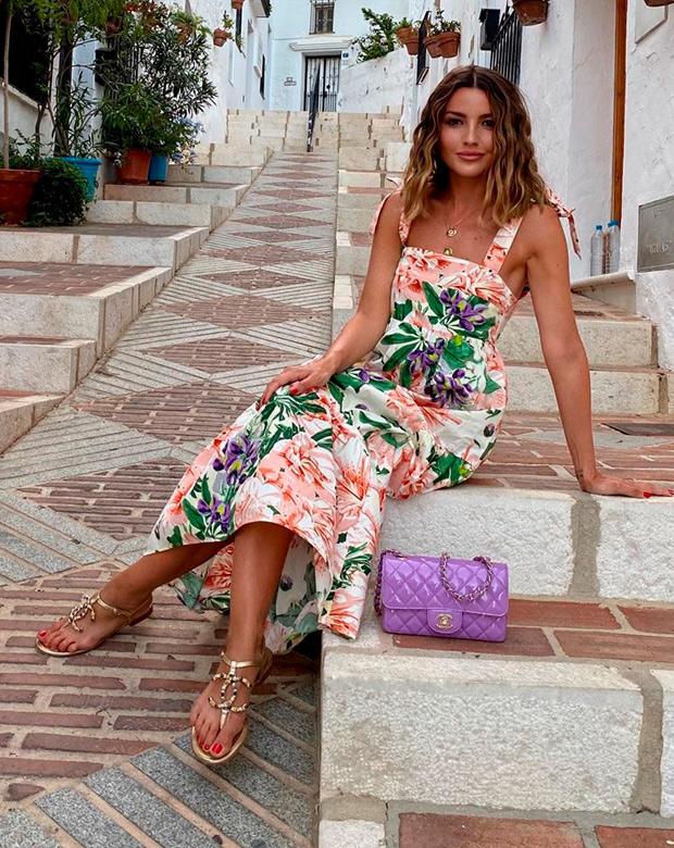 Alexandra Pereira con vestido de flores