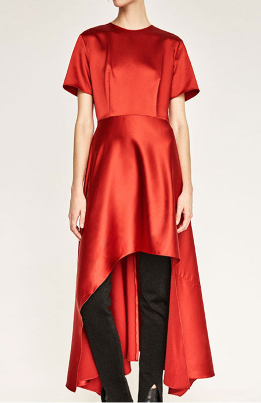 Vestido rojo con pantalón negro de Zara