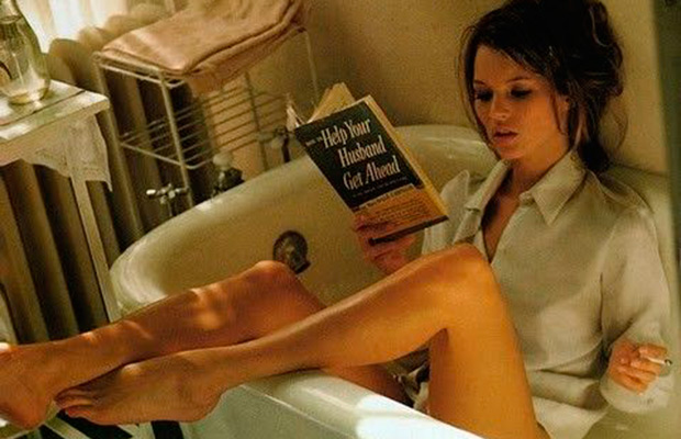Kate Moss Reading