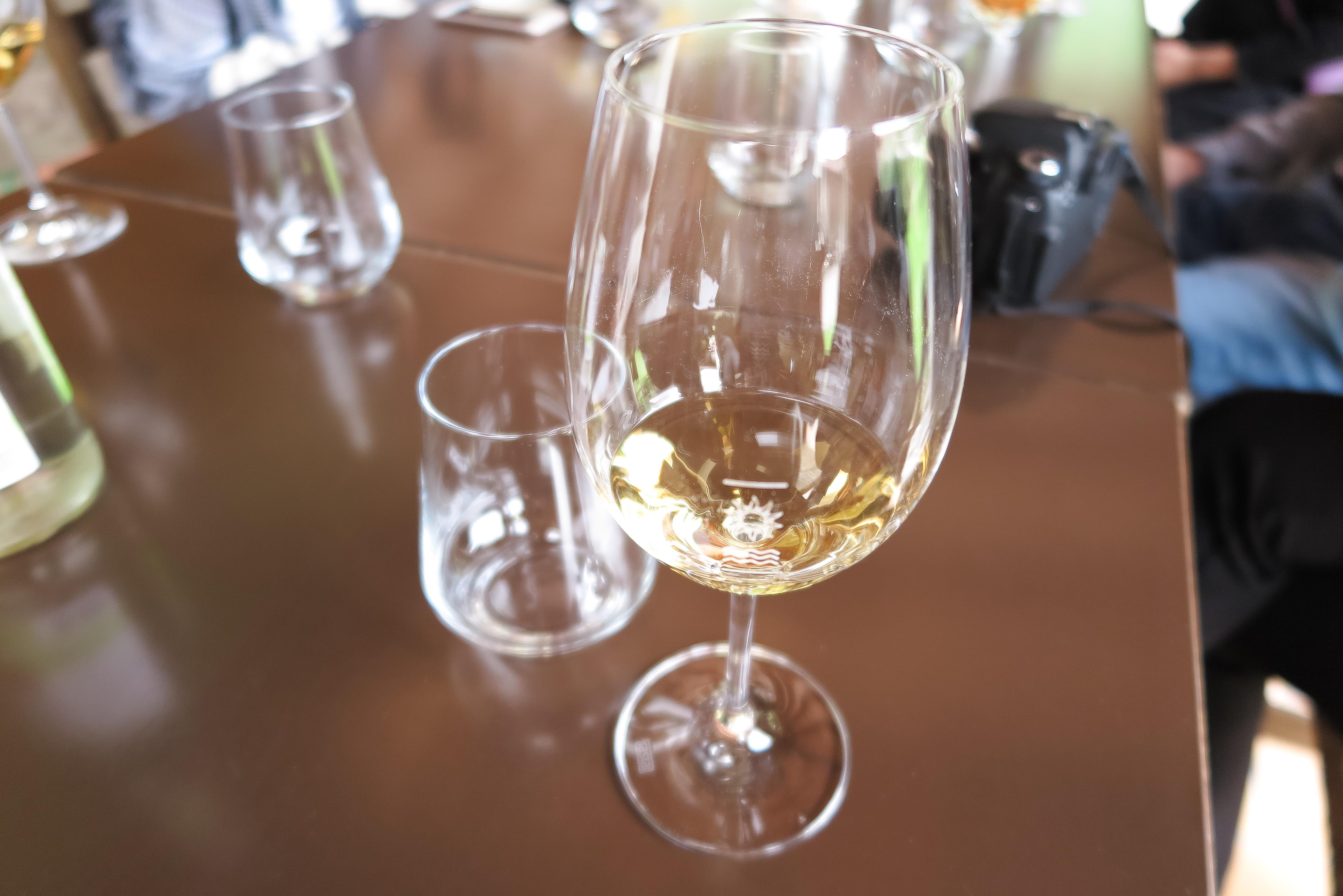 vino, vino italiana, italian whine, vino blanco, gino pedrotti azienda agricola, italia, trentino, expo riva schuh 86, cristina blanco, guiadeestilo. nosiola, vino santo, laura, lauro