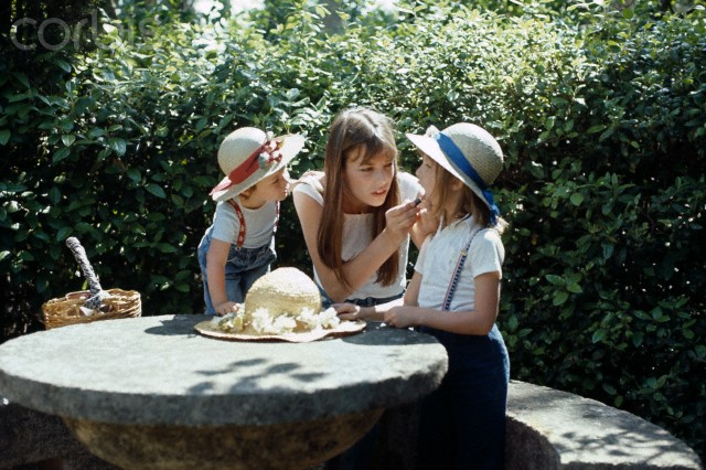 Jane Birkin with daughters