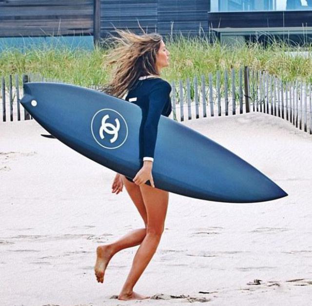 surf-en-los-hamptons-protagonizado-por-gisele
