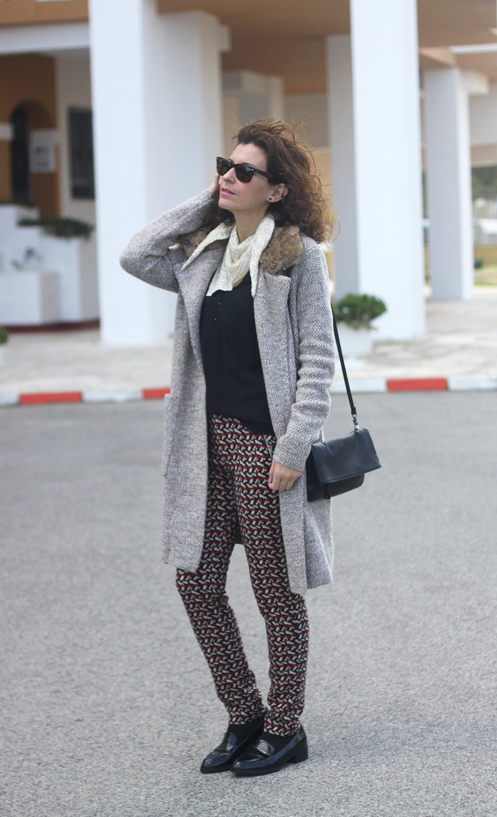 wool-coat-print-pants-paillettes-scarf-geox-bag-mocasins-shoes-Outfit-Street_Style-4