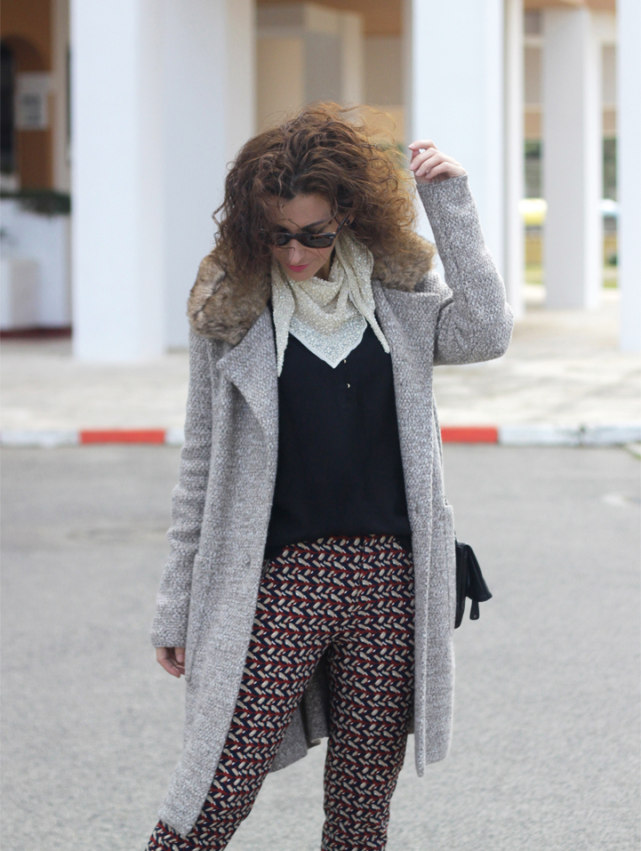wool-coat-print-pants-paillettes-scarf-geox-bag-mocasins-shoes-Outfit-Street_Style-5
