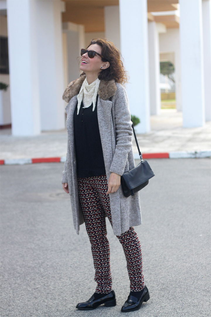 wool-coat-print-pants-paillettes-scarf-geox-bag-mocasins-shoes-Outfit-Street_Style-6
