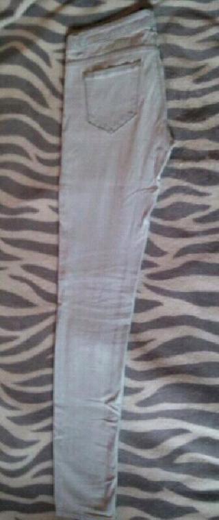 Pantalones vaqueros color claro