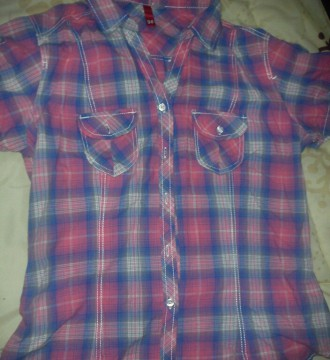 camiseta cuadros azul y rosa H&M