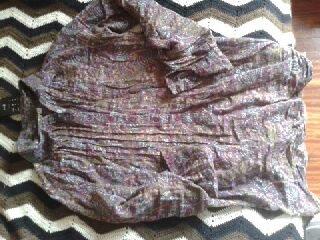 camisa de florecitas moradita