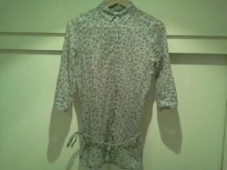 Camisa de flores semi-transparente