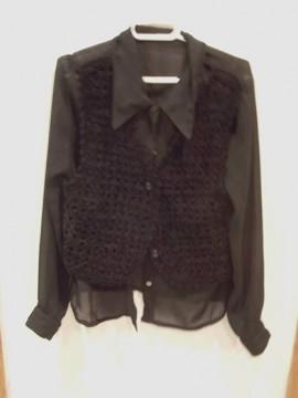 Camisa semitransparente con chaleco de lana