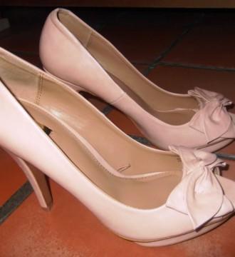 Zapatos beige de tacón