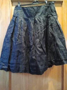 Falda de vuelo negra