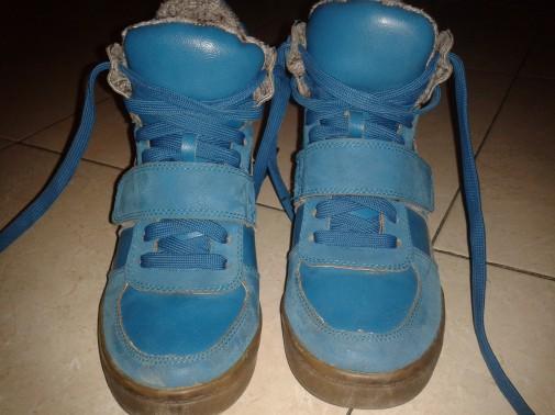 Botas alta azules tipo zapatillas, talla 36