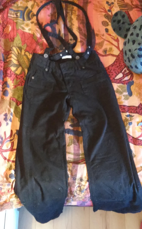 Pantalón negro con tirantes PROMOD