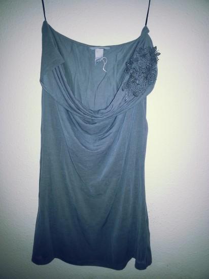 Vestido gris con detalle