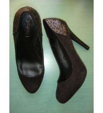 Zapato salon de Zara Trafaluc negro talla 40