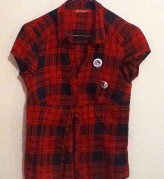 VENDO(7€)Camisa de cuadros con chapas STR