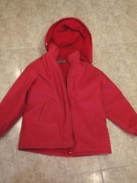 Chaqueta roja muy calentita impermeable