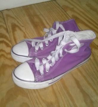 zapatillas estilo converse, moradas, talla 36