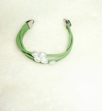 pulsera verde con perlas
