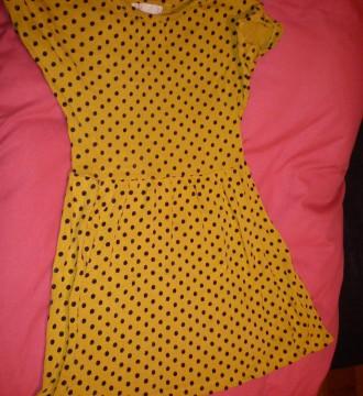 vestido amarillo de topitos de Berska talla L