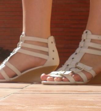 Sandalias romanas beis