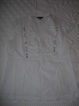 Camisa blanca escote y detalles