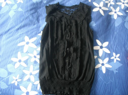 Camisa negra encaje y detalles