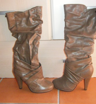 Botas de cuero marrón