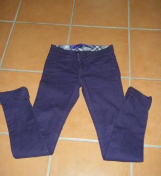 pantalones morados