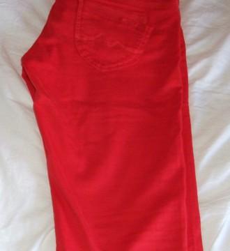 Pantalón corsario rojo Pepe Jeans