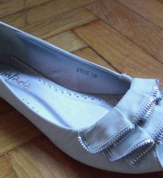 Bailarinas color gris, detalle cremalleras