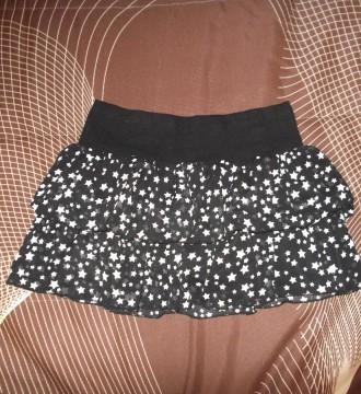 Falda de voltantes negra con estrellitas blancas