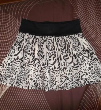 Minifalda blanca y negra