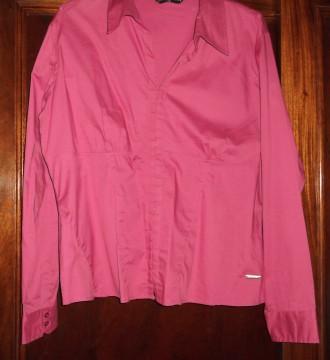 Camisa rosa con corchetes