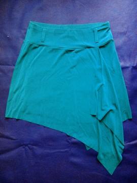 minifalda asimétrica de MANGO. T/S. 5€