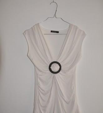 Camiseta blanca con detalle