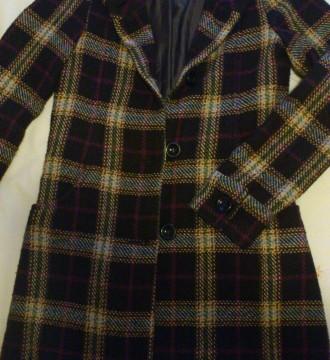 Abrigo marrón con cuadros, muy bien cuidado
