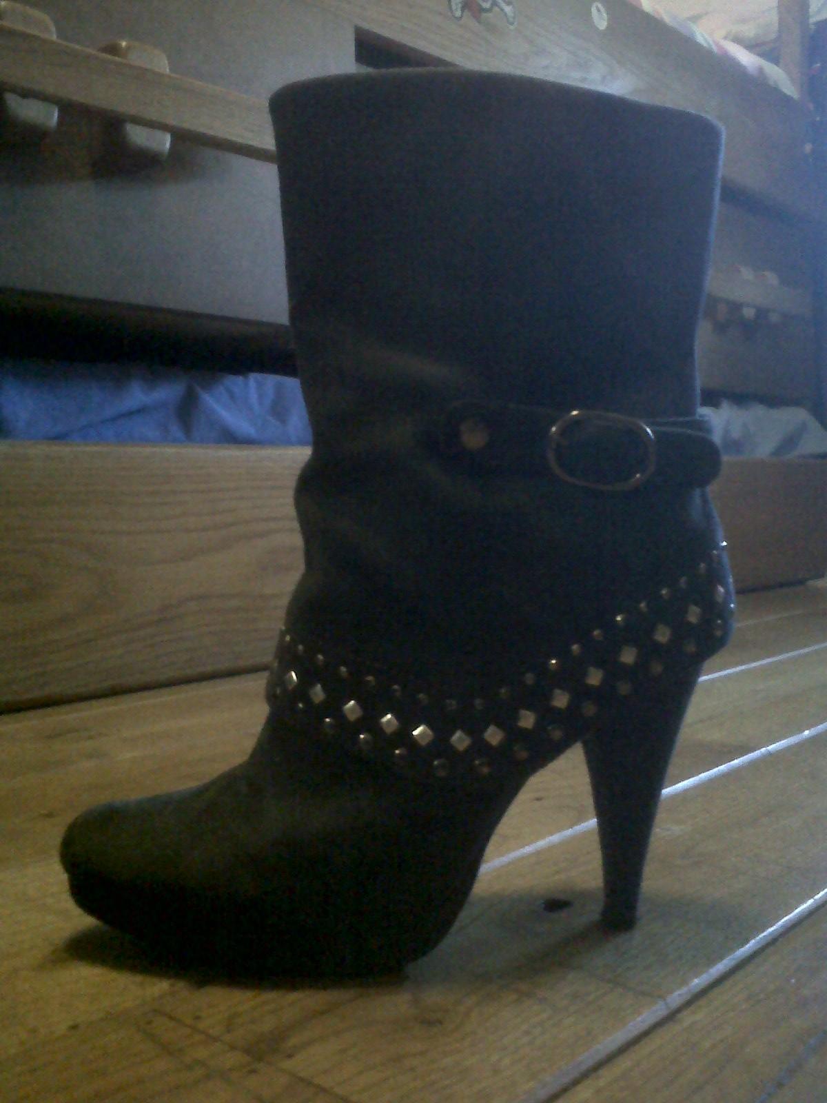 botas de tacon de media caña grises oscuro