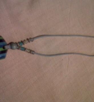 collar azules y verde