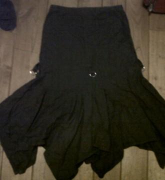 Falda gris oscura con anillas