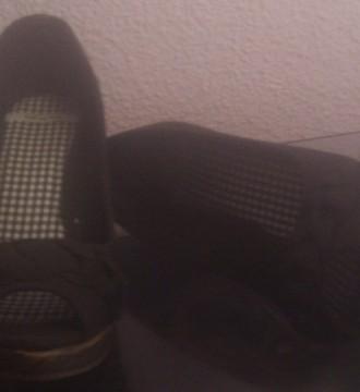 Zapato Peep Toe de cuña negro