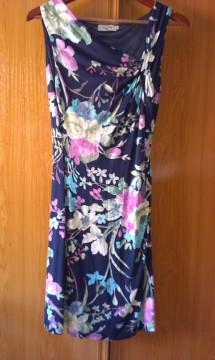 Vestido flores T. 40. Formula Joven (Corte Inglés)