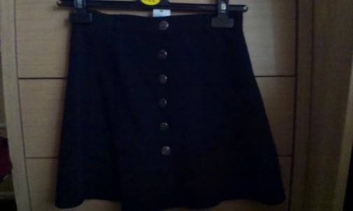 Minifalda negra botones