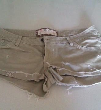 Short Pull and Bear beige sin uso