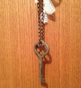 Collar con llave