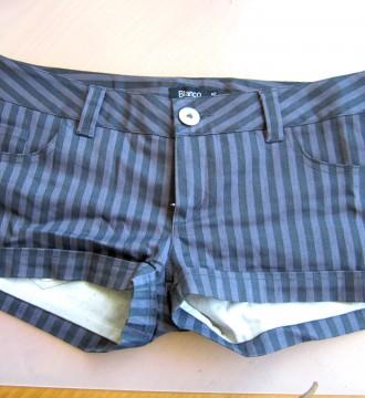 Pantalón corto a rayas