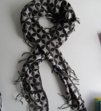 Pañuelo Zara blanco y negro