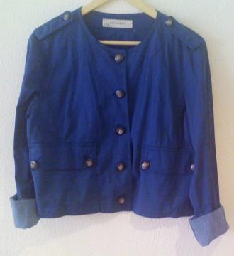 Chaqueta azul de Zara