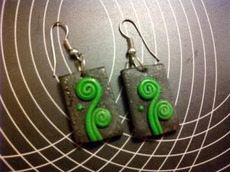 pendientes negros y verdes artesanales